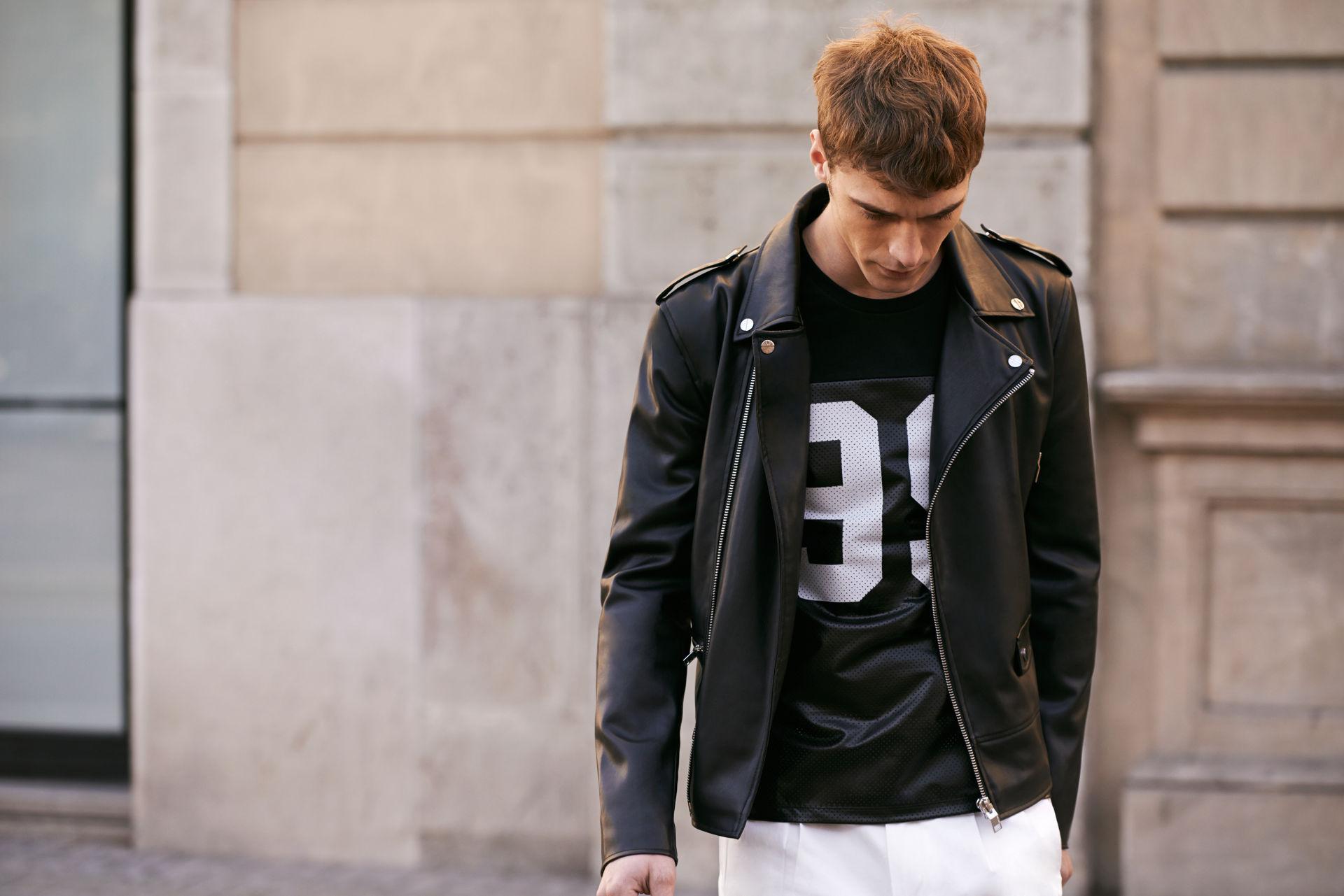c663963c5b Most milyen ruhák vannak a divatban. Sportstílus: férfi dzseki ...