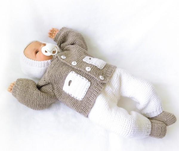 Вязаные детские костюмчики для новорожденных можно легко сделать самой.